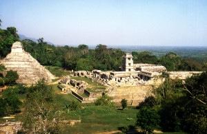 Tempel der Inschriften und Palast in Palenque