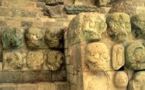 Treppe mit Totenköpfen - Museum von Copán, Honduras