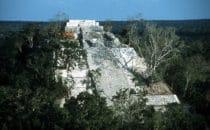 Blick auf großen Tempel von Calakmul, Mexiko