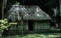 Mayahütte in Kohunlich, Mexiko