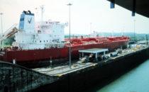 Tanker in einer Schleuse des Panamakanals