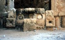Chaac Maske als Eingang in Labná
