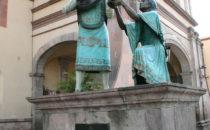 Statue eines Musikers vor Templo de la Santa Cruz, Querétaro, Mexiko