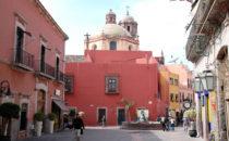 Straße im historischen Zentrum, Querétaro, Mexiko