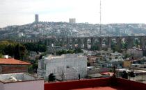 Blick auf Aquädukt, Querétaro, Mexiko