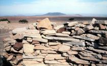 Namibia, Reste einer alten Mauer