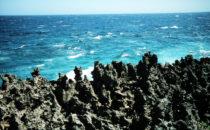 Roatán - schroffe Küste, Honduras