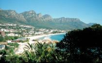 Kapstadt - Blick auf Camps Bay und die Zwölf Apostel, Südafrika