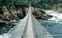 Tsitsikamma Naturpark - Hängebrücke über den Storms River Mouth, Südafrika