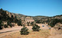 Flussbett, Blick aus dem Zug