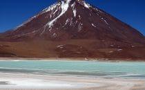 Laguna Verde - Vulkan Licancabur, Bolivien © Bertram Roth