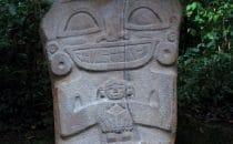 San Agustín - Steinfigur mit Kind, Kolumbien