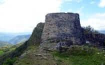 Kuélap, südliche Stadtsicherung und Aussichtsturm, Peru