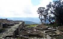 Kuélap - Reste der runden Gebäude, Peru