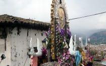 """Umzug der """"Hermandad del Señor de los Milagros de Cajamarca"""", Peru"""