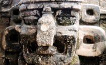 Stuckmaske in Tikal, Guatemala