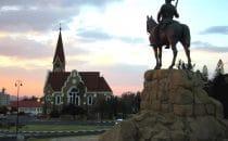 Reiterdenkmal und Christuskirche in Windhoek, Namibia, picture: Freddy Weber, gemeinfrei
