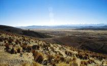 Blick auf die Cordillera Real nahe Tiwanaku, Bolivien