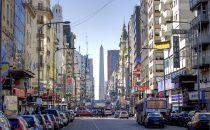 Buenos Aires, Avenida Corrientes mit Obelisk, Argentinien