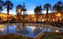 Plaza de Armas am Abend, Arequipa, Peru