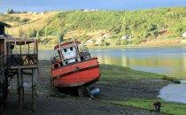 Fischerboot auf Chiloé, Chile