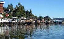 Häuser auf Stelzen auf Chiloé, Chile