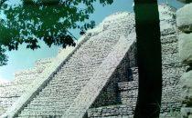 Pyramide in Tenam Puente