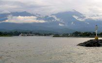 La Ceiba mit Pico Bonito im Hintergrund, Honduras