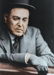 Hipólito Yrigoyen am Zugfenster im Rahmen einer Wahlkampfreise 1926