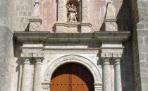Kirchenportal in Oaxaca, Mexiko